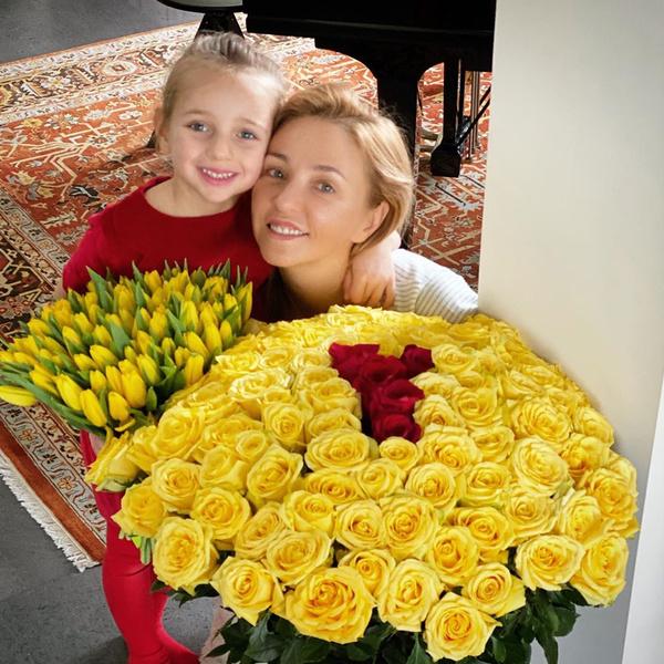 <p>Татьяна Навка с дочерью</p>