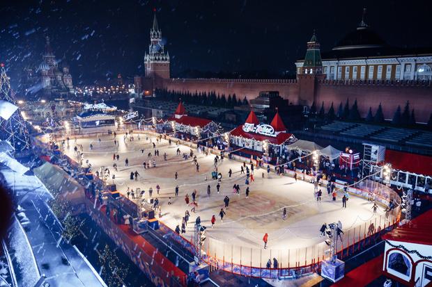 Фото №1 - Навка и Загитова открыли каток на Красной площади