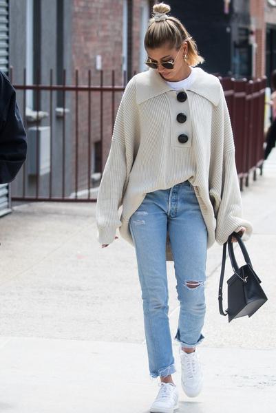 Фото №2 - Долой юбки: 6 стильных образов Хейли Бибер