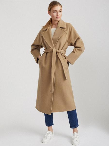 Фото №2 - Выбор дизайнеров: 5 главных моделей пальто этой осени