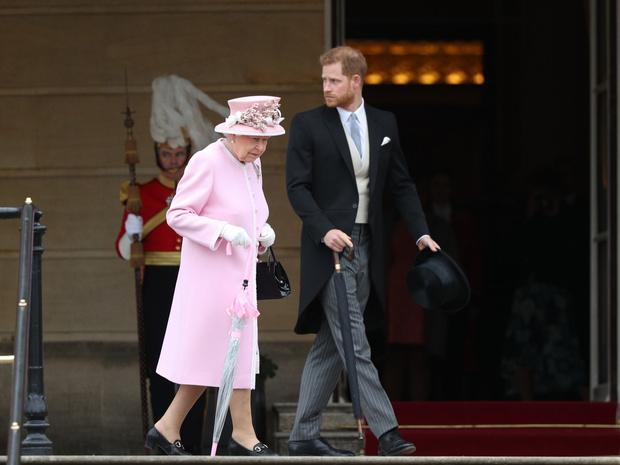 Фото №2 - 73 года вместе: как Виндзоры поздравили Елизавету II и принца Филиппа с годовщиной свадьбы