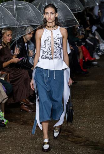 Фото №5 - Асимметрия, деним и карго: самые модные юбки лета 2020