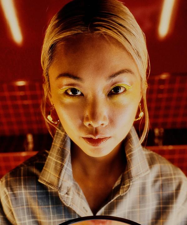 Ванесса Хонг— о 24 днях карантина, биохимии в модном бизнесе и асанах для снятия стресса