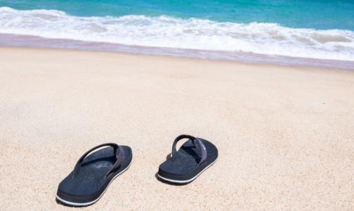 Фото №1 - Ортопед назвал самую опасную летнюю обувь