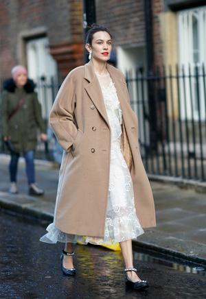 Фото №10 - С чем носить бежевое пальто: модные идеи на любой случай