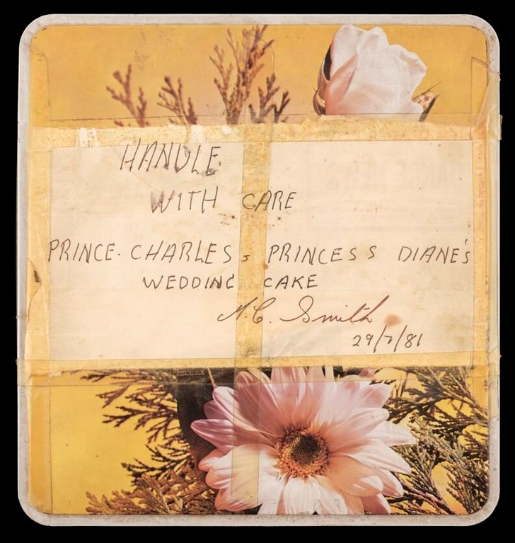 Фото №3 - Кусок свадебного торта принца Чарльза и принцессы Дианы выставлен на продажу. Стартовая цена 40-летнего угощения— 50 000 рублей