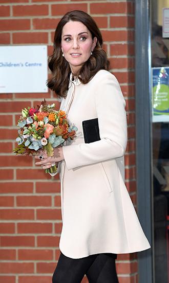 Фото №2 - 5 причин, почему Кейт Миддлтон не ругают за мини-юбки
