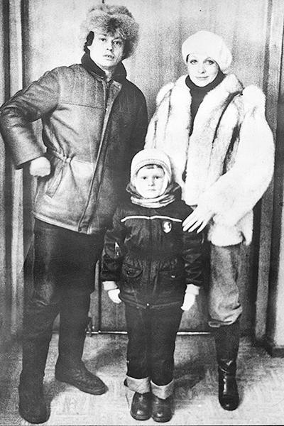 Фото №4 - Год без Николая Караченцова: теплые снимки актера из семейного архива