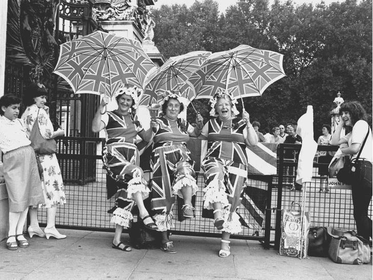 Фото №3 - История в фотографиях: какими были крестины принца Уильяма, и кто стал крестными родителями будущего короля