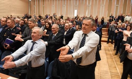 Фото №1 - Физкультминутка: Областное правительство размялось перед заседанием