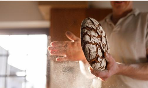 """Фото №1 - Хлеб не приводит к набору лишнего веса и """"помогает"""" сердцу. Эксперт дала рекомендации и опровергла мифы"""