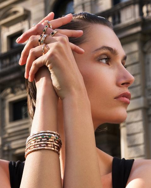 Фото №3 - Выигрышная комбинация: марка Bvlgari представила три коллекции браслетов