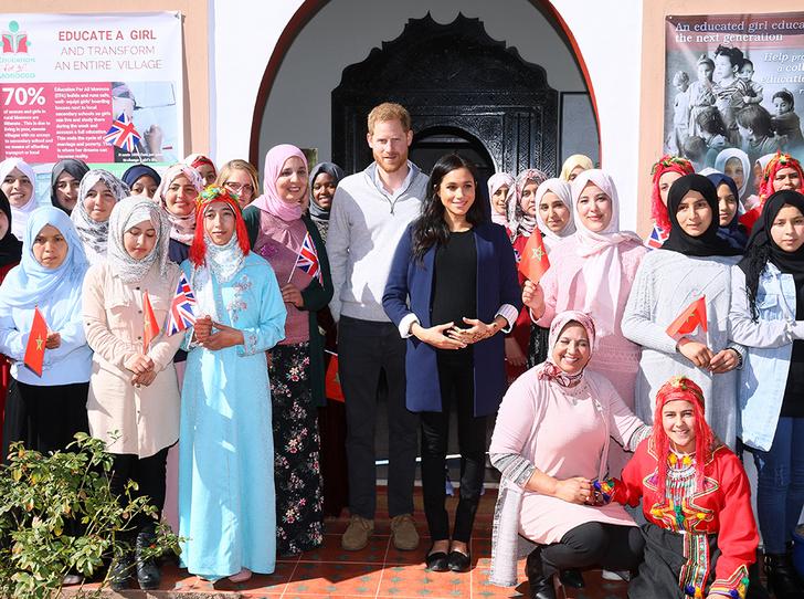 Фото №4 - Гарри и Меган в Марокко: уместный наряд герцогини, мехенди и другие подробности второго дня тура