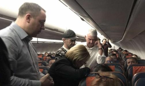 Фото №1 - Министр здравоохранения оказала помощь пассажирке самолета Москва-Ташкент