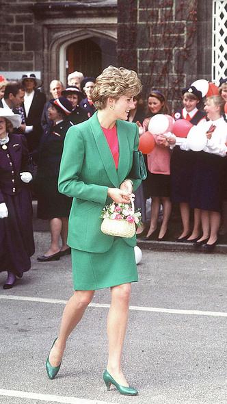 Фото №11 - Любимый предмет гардероба: как принцесса Диана носила жакеты и блейзеры— 30 вдохновляющих примеров