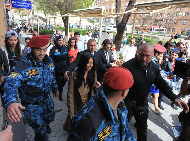 Фото №5 - Ким Кардашьян в Армении