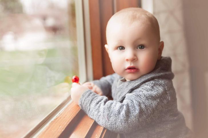 более тысячи детей выпало из окон за 2020 год в России