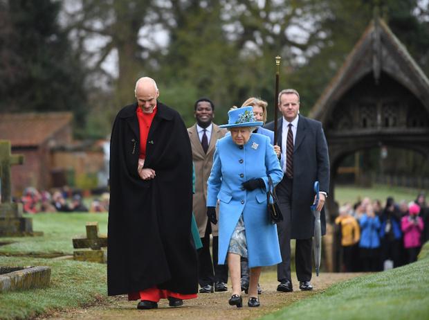 Фото №3 - Украшение с намеком: что и кому хотела сказать Королева с помощью броши