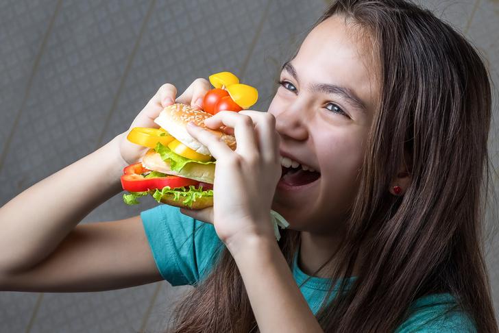 Фото №1 - 5 плохих пищевых шаблонов, которые мы прививаем детям