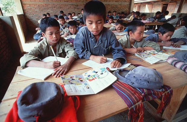 Фото №3 - Через тропический лес и вплавь:топ самых экстремальных дорог в школу