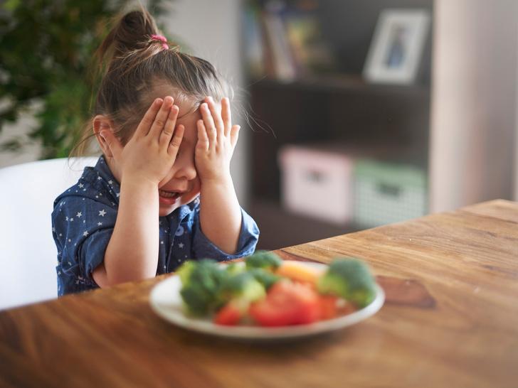 Фото №2 - «Ложку за маму»: что такое пищевое насилие (и как оно вредит детям)