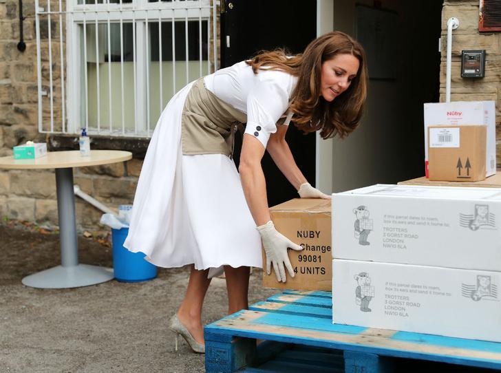 Фото №3 - Жертва королевы: чего Кейт лишится, когда Уильям взойдет на престол