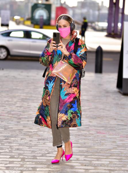 Фото №3 - Модная битва: Хайди Клум и Сара Джессика Паркер в суперъярких пальто