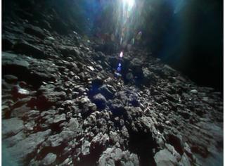 Фото №1 - Появилось первое видео с поверхности астероида