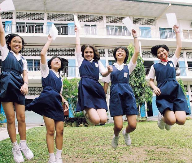Фото №15 - Школьная форма: халаты, сари и короткие юбки