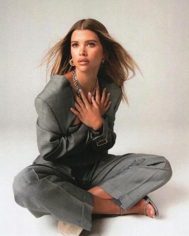 Фото №2 - Like a boss: София Ричи в самом соблазнительном деловом костюме, который вы когда-либо видели
