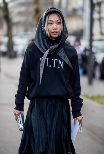 Фото №42 - Шапки, повязки, платки: лучшие головные уборы для зимы 2018