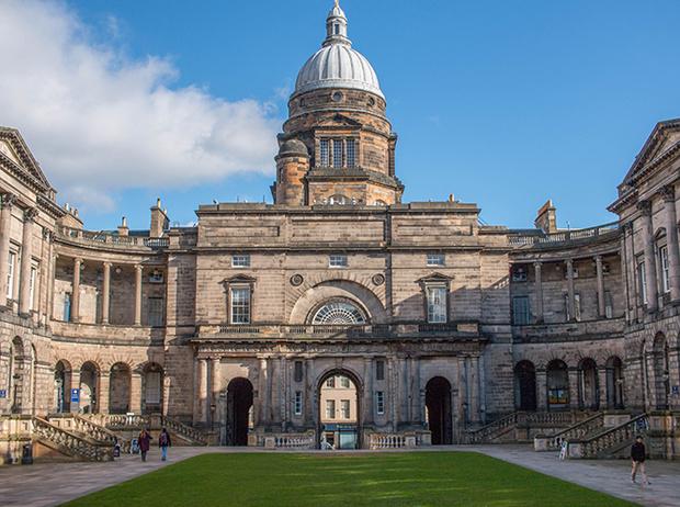 Фото №37 - Где учились принц Уильям, Кейт Миддлтон и Амелия Виндзор: лучшие британские университеты (часть 2)