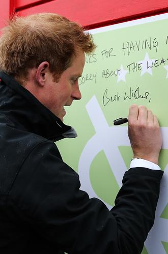 Фото №2 - О чем говорит почерк герцогини Меган (и чем это грозит принцу Гарри)