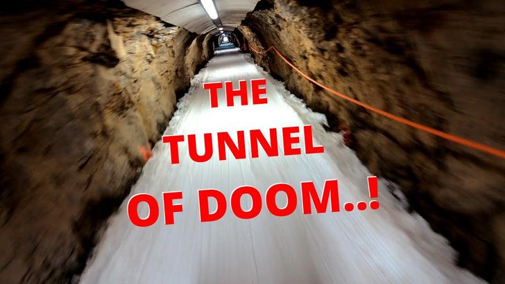 Фото №1 - Видео спуска по одной из самых сложных горнолыжных трасс (включая проезд через тоннель)