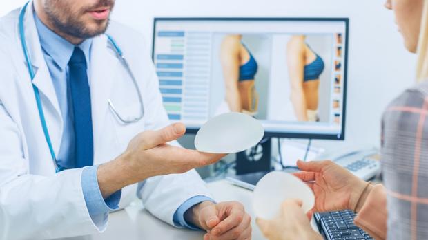 Фото №2 - Могут ли импланты лопнуть: отвечает пластический хирург
