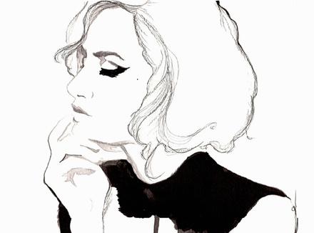 Красивая задумчивая женщина