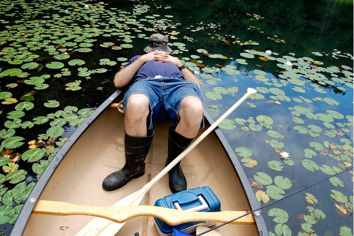 Фото №1 - Белье в холодильнике и рис в носках: 6 способов (местами странных) заснуть в жару