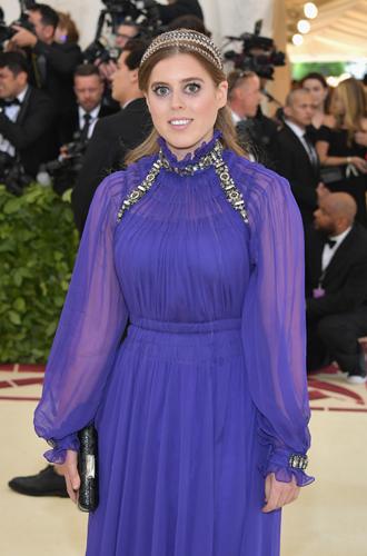 Фото №3 - Принцесса Беатрис Йоркская дебютировала на Met Gala