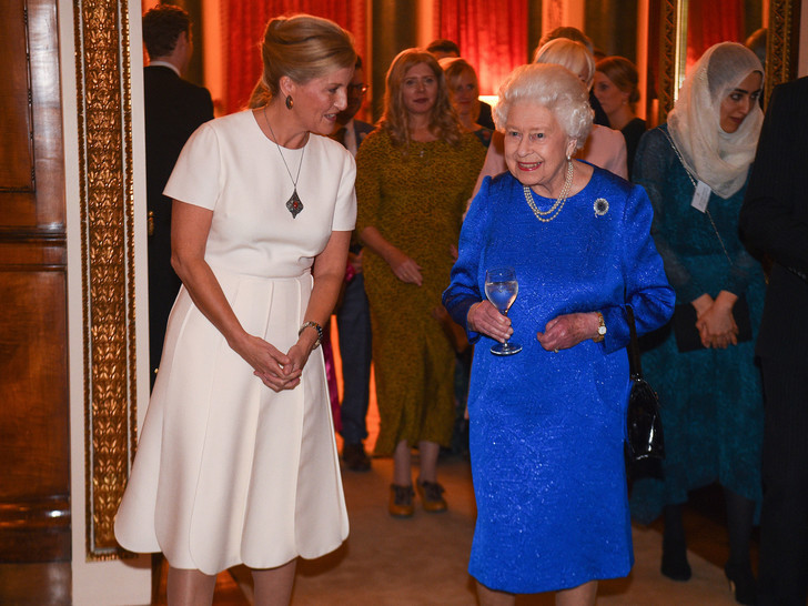 Фото №2 - Королева-купидон: как Елизавета «направляла» роман Эдварда и Софи Уэссекских