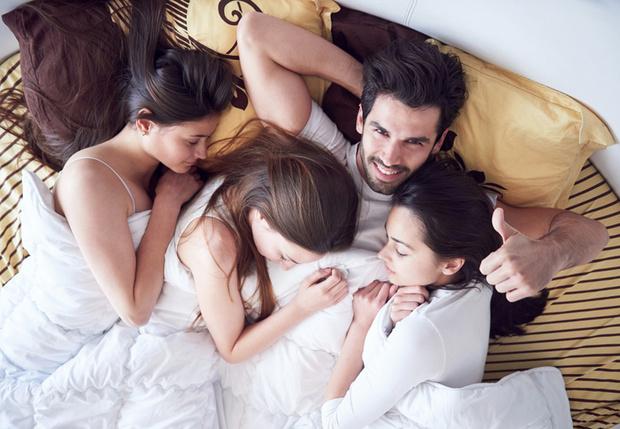 Фото №1 - 8 способов незаметно внушить девушке, что она хочет заняться с тобой сексом