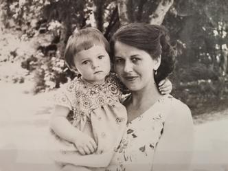 Фото №4 - Раньше взрослели быстрее? 30 фото советских мам и их дочек в одном возрасте