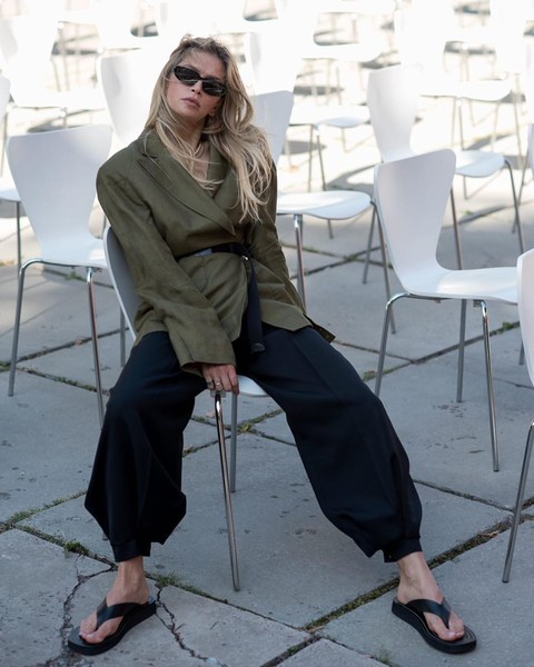 Фото №1 - Вера Брежнева в шароварах увиделась с друзьями-дизайнерами на Неделе моды в Киеве