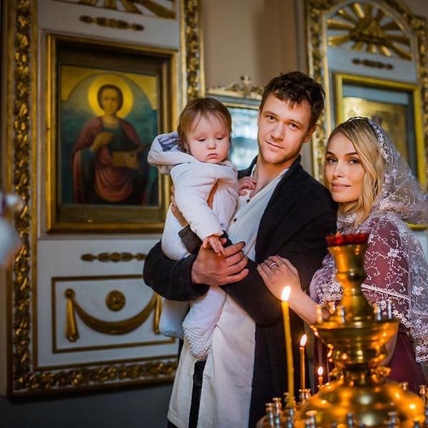 Фото №1 - Бывшая жена Григорьева-Апполонова крестила сына-богатыря от молодого мужа-баскетболиста