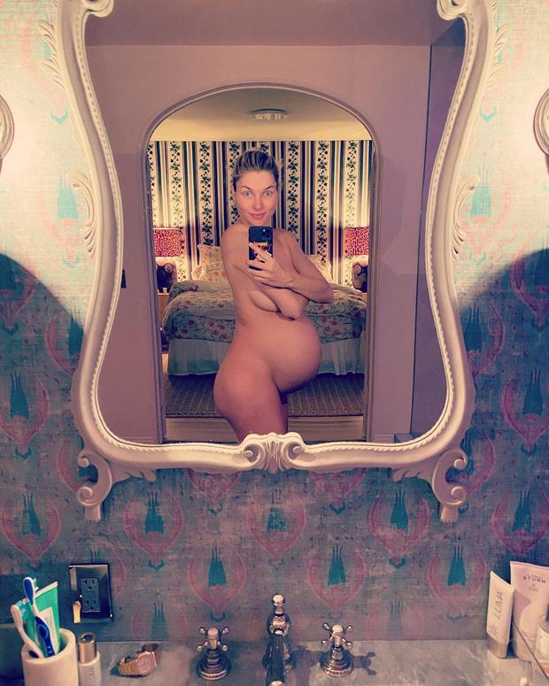 Фото №2 - Топ-модель Джессика Харт назвала дочь супернелепым именем