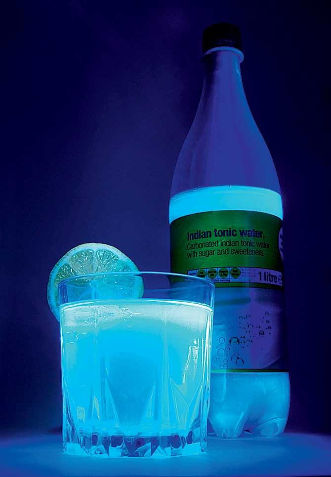 Фото №1 - Почему кварцевые лампы синие?
