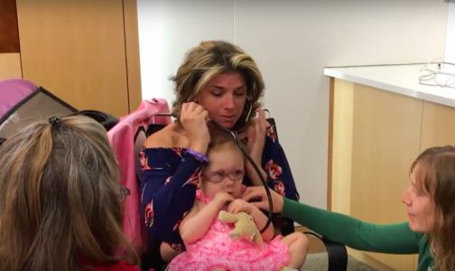 Фото №1 - «Это самые лучшие звуки»: мама двухлетнего донора органов послушала сердце сына