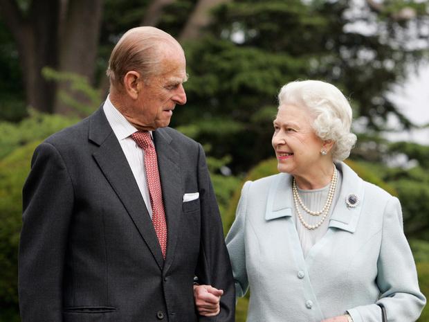 Фото №1 - 73 года вместе: как Виндзоры поздравили Елизавету II и принца Филиппа с годовщиной свадьбы