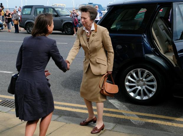Фото №4 - Из надменной принцессы в любимицу нации: за что британцы полюбили Анну