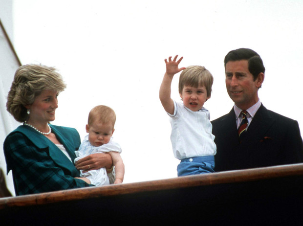 Фото №3 - Как Королева реагирует на конфликт между принцами Уильямом и Гарри