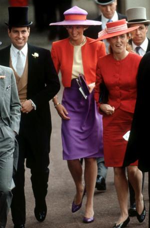 Фото №5 - Эксперты: герцогине Меган пора перестать копировать принцессу Диану